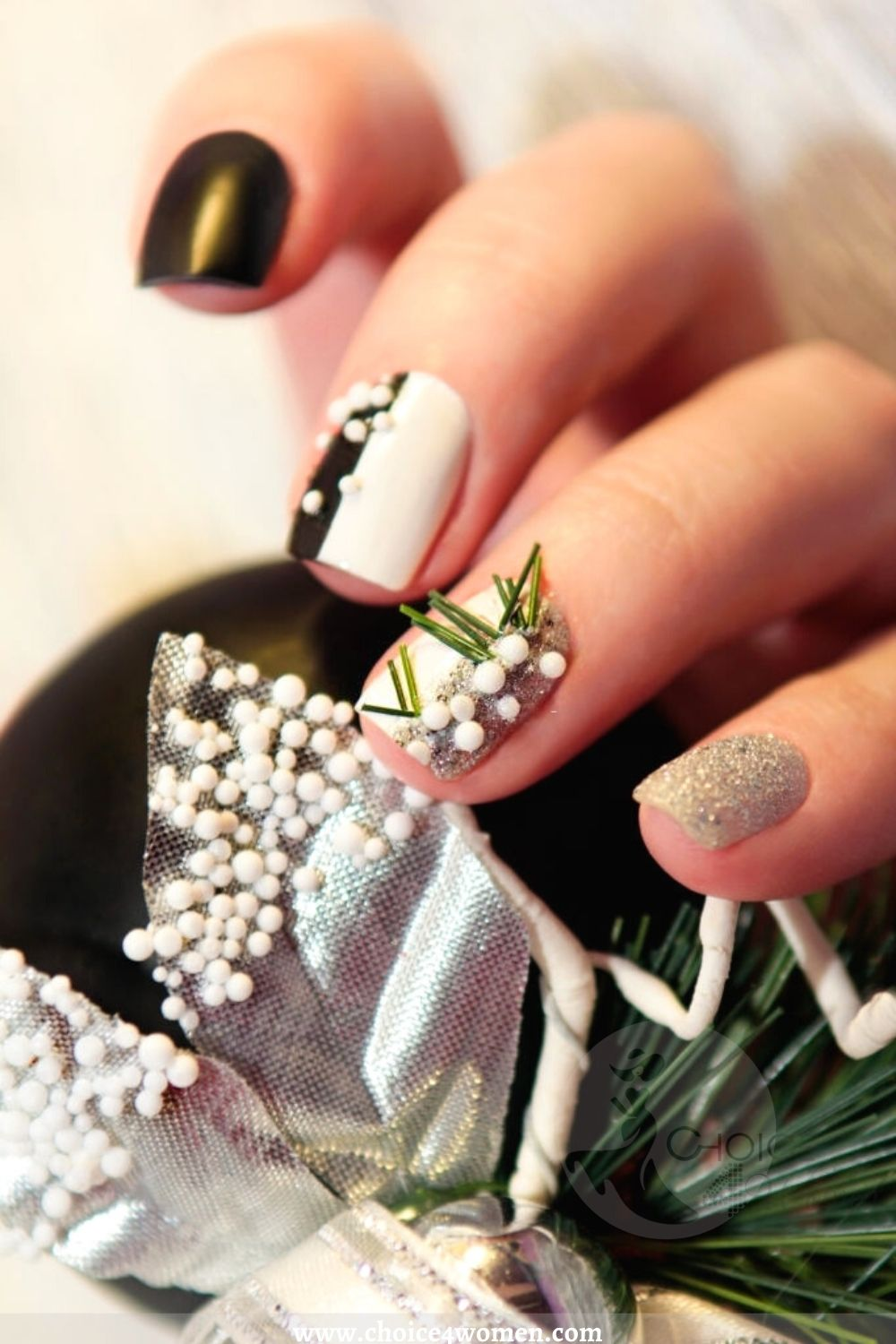 short nail designs in black and white